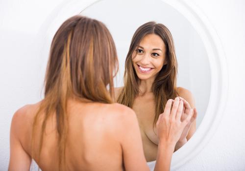 consejos para dejar de ser inseguro en la cama espejo